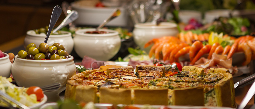 France_Alpe-dHuez_Hotel_le_royal_ours_blanc_buffet.jpg